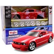 ford-mustang-gt-2006-assembly-line