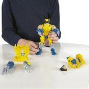Crianca-com-Boneco-Eletronico-Marvel-Super-Hero-Mashers-Wolverine-Hasbro